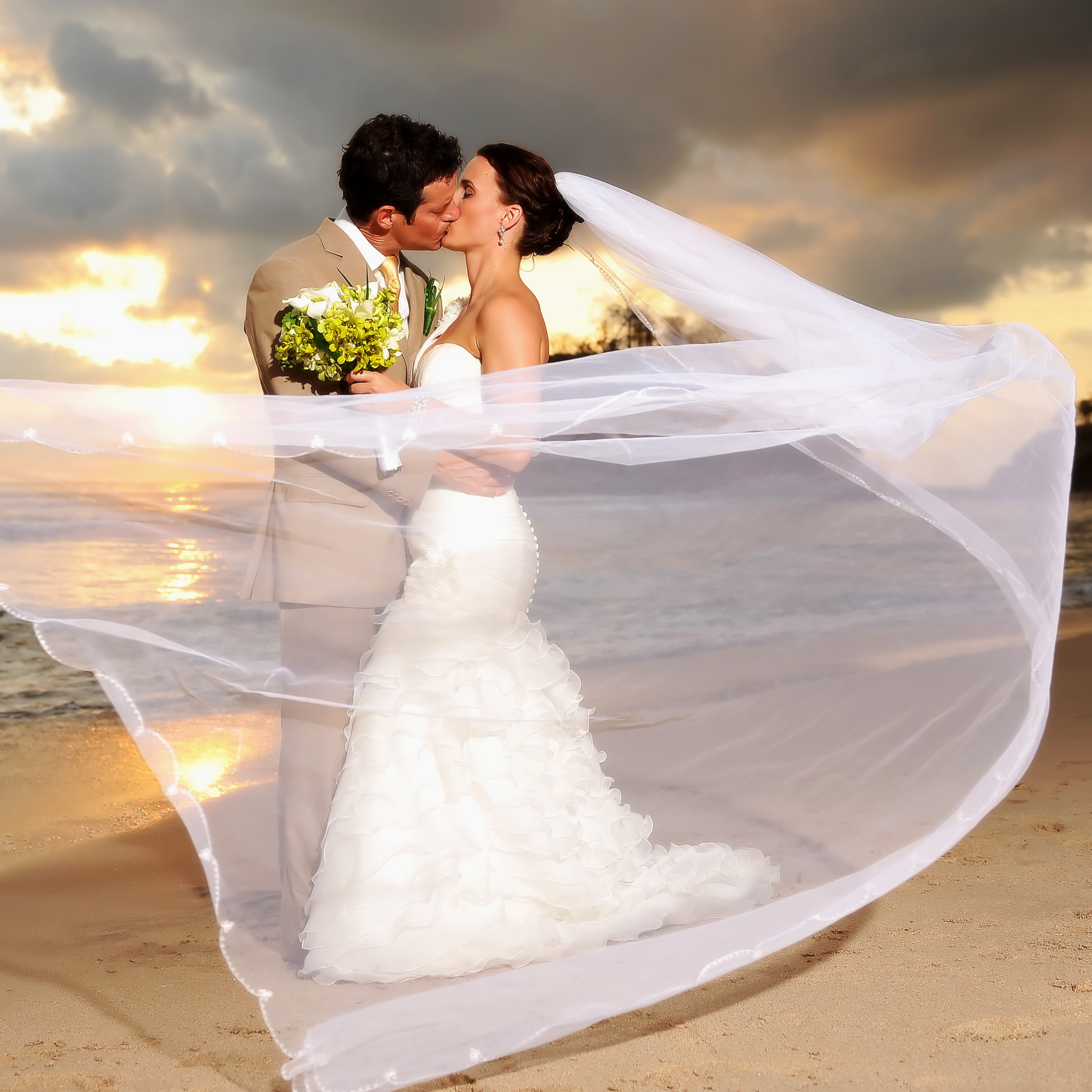 Romantic Honeymoon : Romantic Wedding Kiss Images & Pictures - Becuo